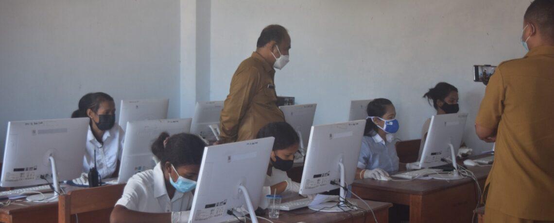 Itjen Kemdikbud-RI Bersama Kadisdikbud Propinsi NTT, monitoring Asesmen Nasional (AN) Moda Komputer Tingkat Pendidikan kesetaraan Paket B Setara SMP
